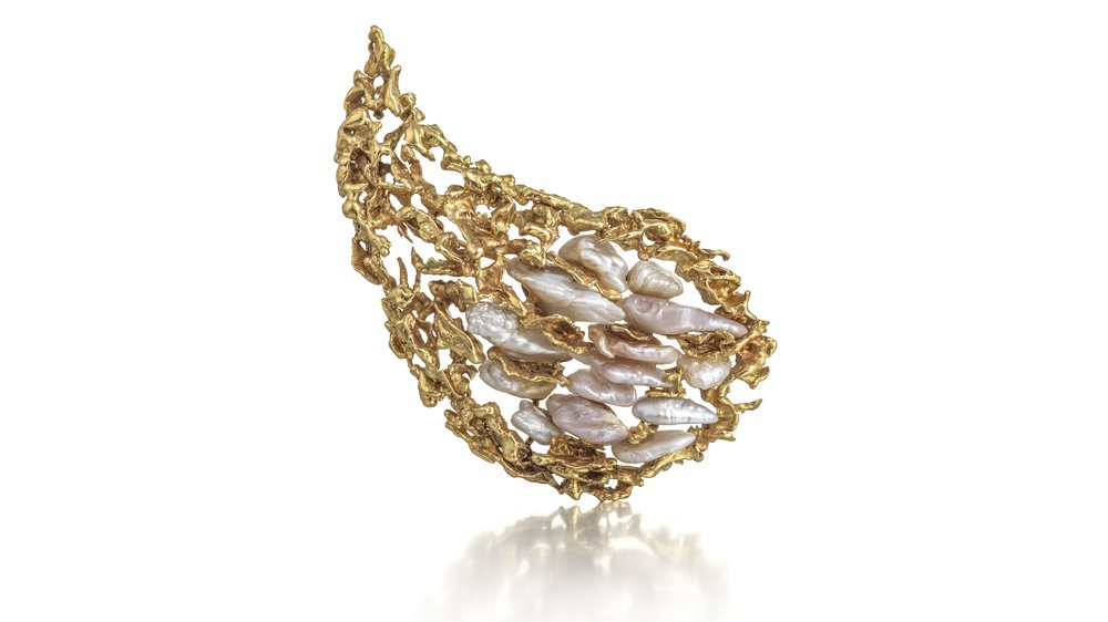 18ct yellow gold nugget flakes in cornucopia brooch set natural wild pearls from the river Tay in Scotland. 1966
