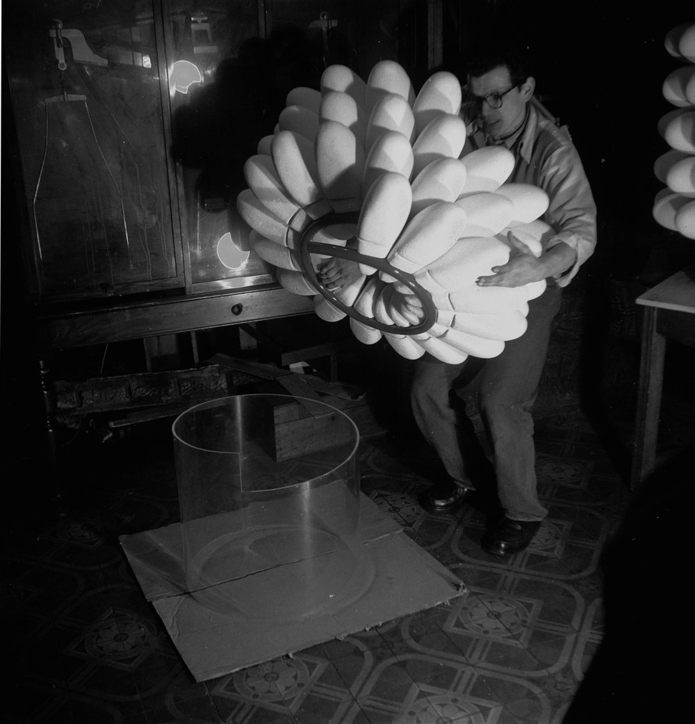 Artist John Ernest building a Polystyrene model of the tobacco mosaic virus, based on research by Rosalind Franklin and Aaron Klug. The model was exhibited at the 1958 Brussels World's Fair