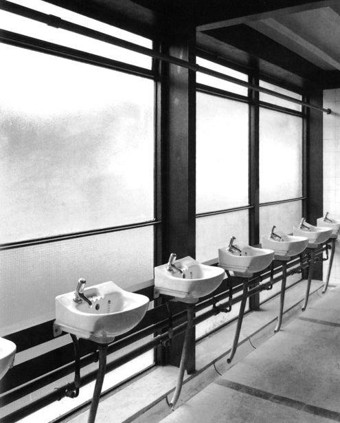 Hunstanton School, Washing Room
