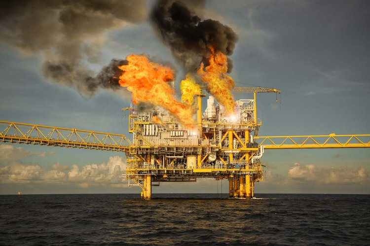 Offshore drilling platform on fire. Nugensis