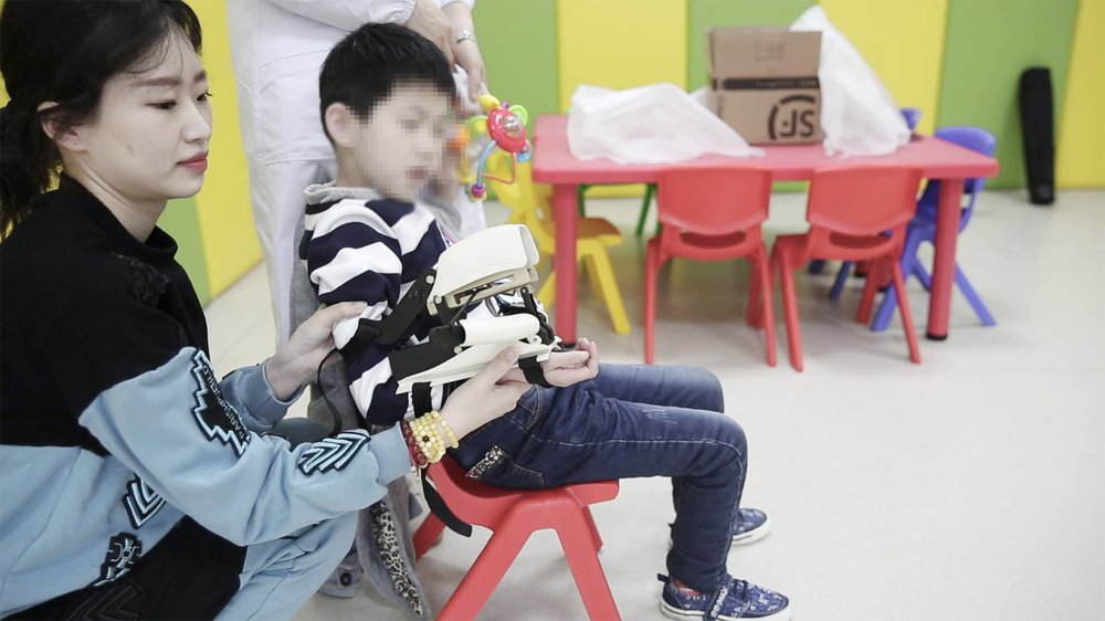 Cerebral palsy muscle training toy