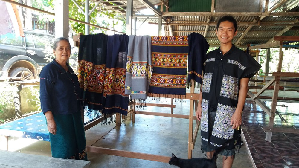 The master weaver Jumpee Thammasiri and the apprentice researcher