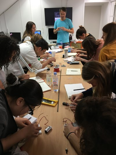 Electronics workshop by IED Visiting Lecturer Ronnie Deelen
