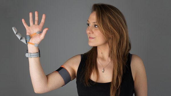 """MA Design Products Graduate Dani Clode with her """"third thumb"""" device"""