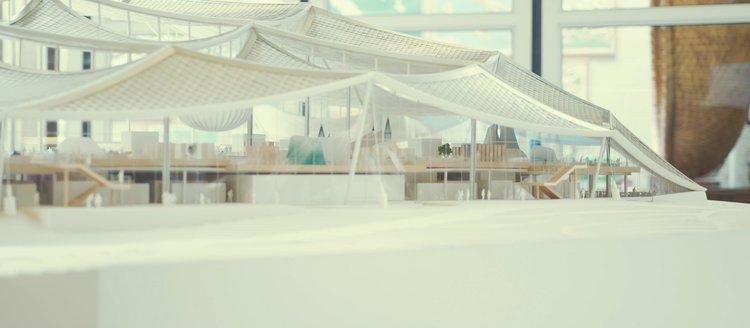 Model of the Google headquarters (film still)