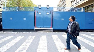 Portable police walls