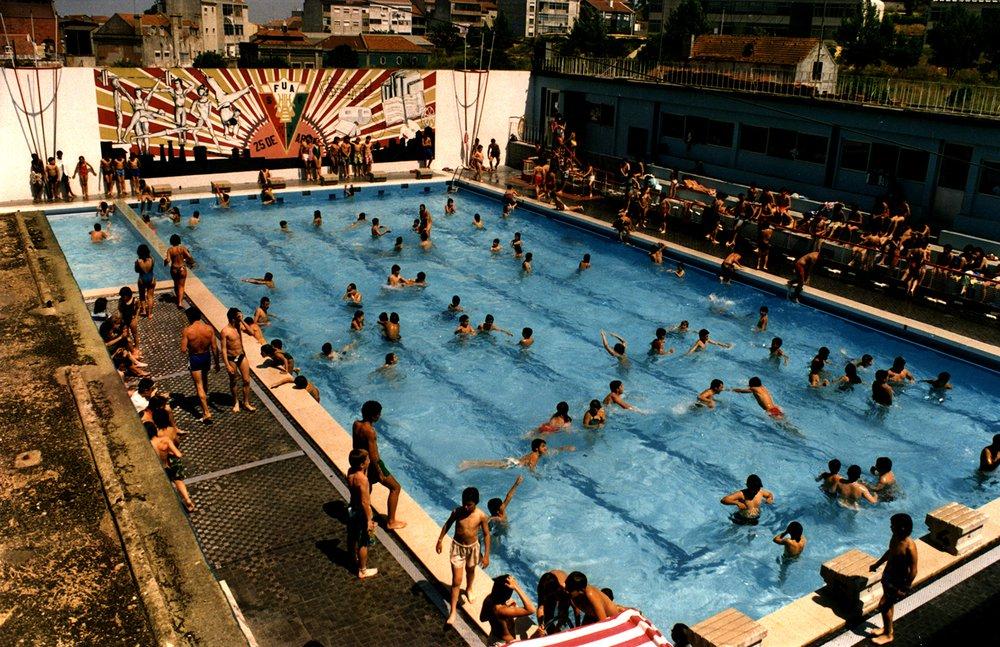 Outdoor pool of Philharmonic Society Artistic Union Piedense. Cova da Piedade, Portugal, 1980.