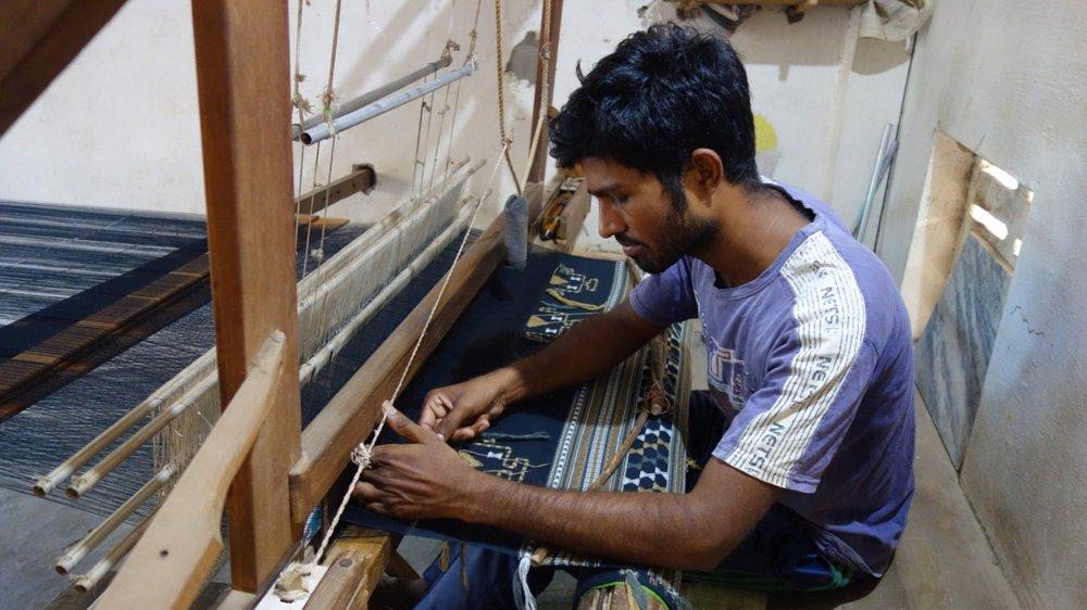 Pachan Premji Siju doing extra weft on loom, Bhujodi village Kachchh (India)