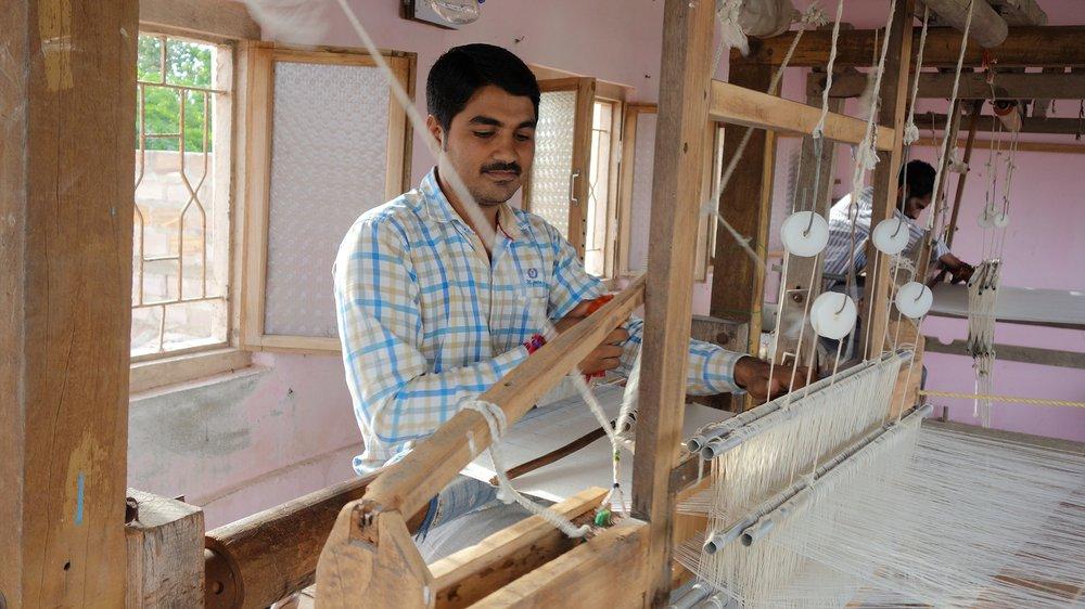 Somaiya Kala Vidya (SKV) (design school) graduate Suresh Parbat Vankar at his loom, Sarli Village Kachchh (India)