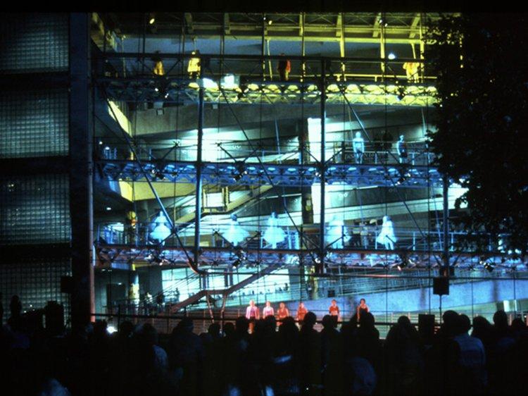 Bernard Tschumi, Lerner Hall Student Center (Dance Performance), New York, 1999