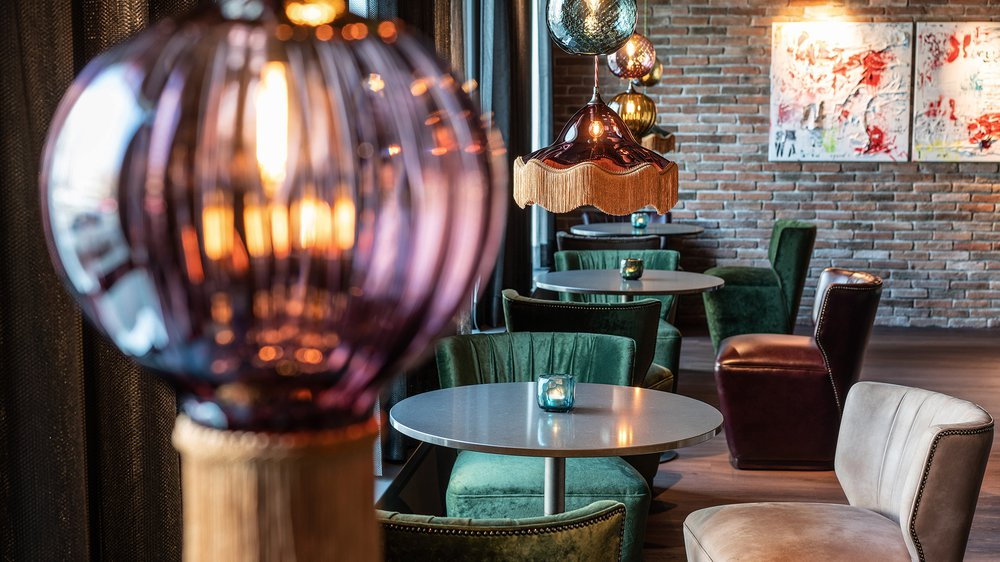 Opulent Optic & Vintage Lights – Motel One Berlin
