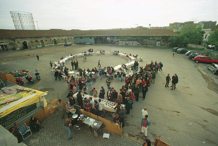 Stalker, Pranzo Boario, Ararat Centre of Art and Kurdish Culture, Roma, 1999, image credit: Romolo Ottaviani.