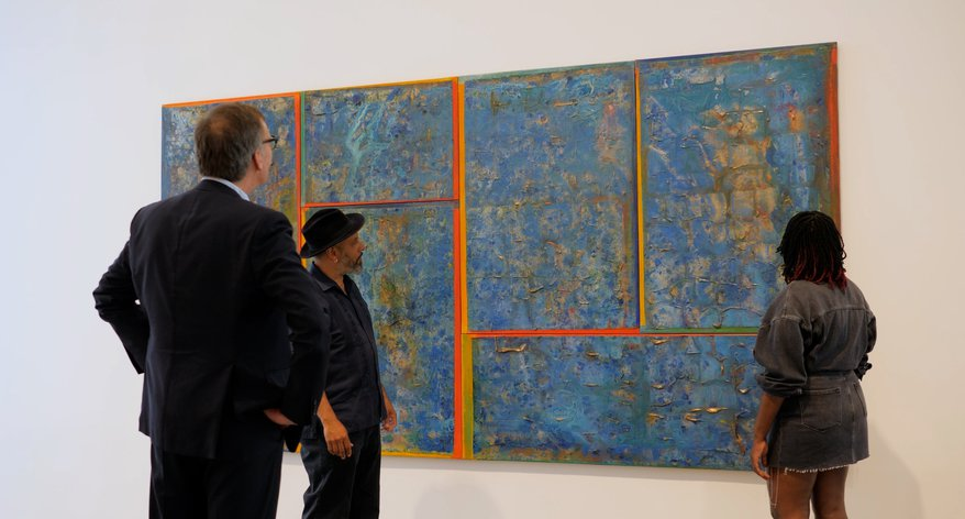 Image of Paul Thompson, Ben Bowling and Emily Moore in front of Frank Bowling painting at Hauser & Wirth