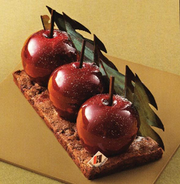 An Unusual Christmas Cake, from Mitsukoshi
