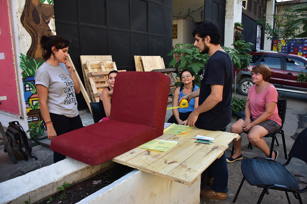 Woodery workshop at Centro Cultural da Maré